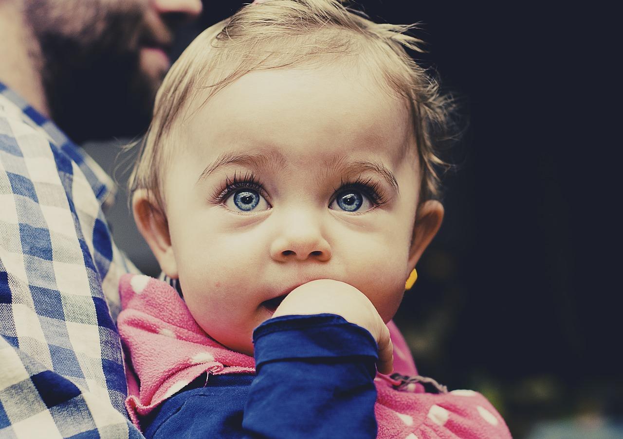 Ząbkowanie u dzieci – jak sobie z nim radzić?
