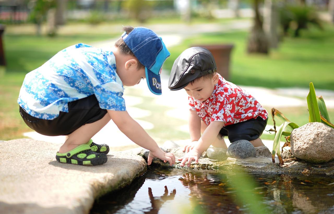 Pomysły na zabawy rozwojowe z dzieckiem #1 – Dwulatki
