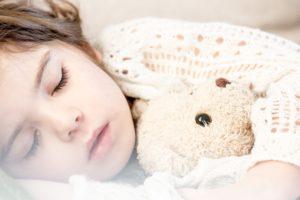 czego dziecko nie powinno robić przed snem