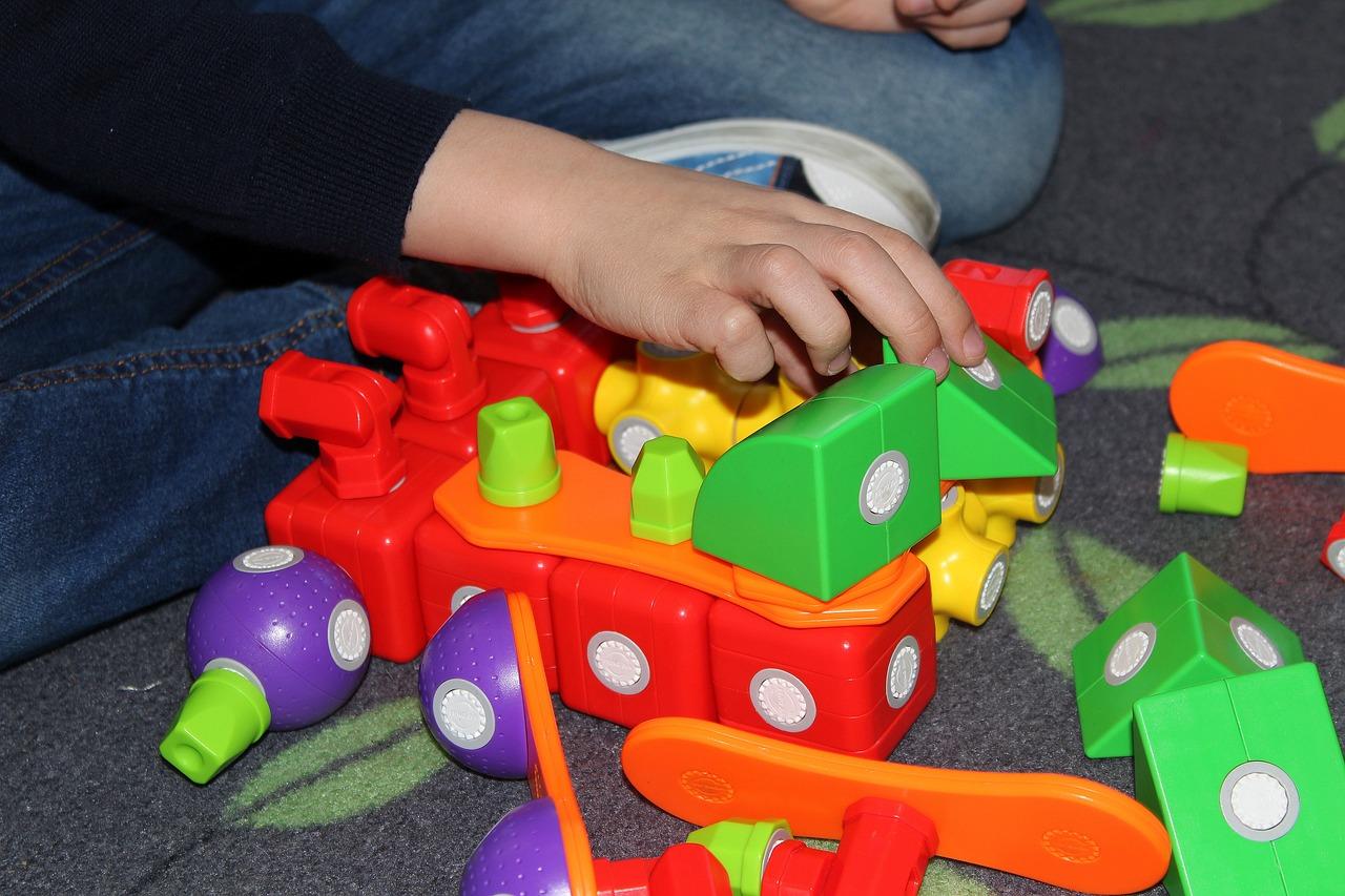 Pomysły na zabawy rozwojowe z dzieckiem #2 – Trzylatki