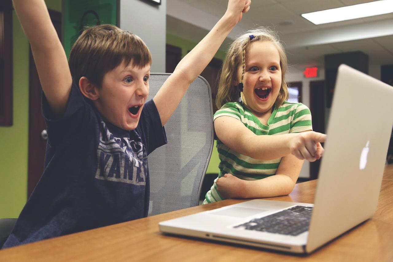 Dziecko przed komputerem – na co uważać?