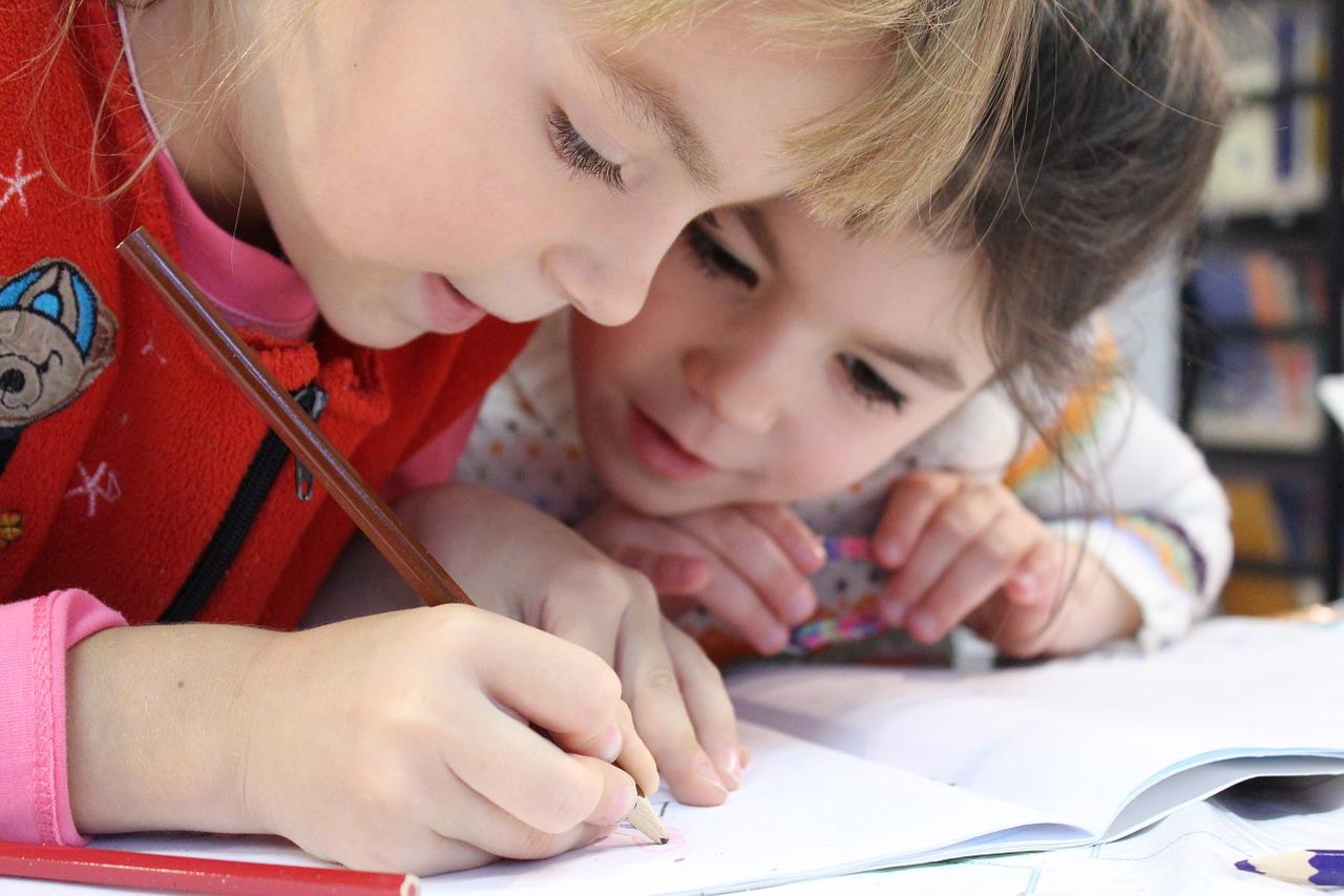 Jak pomagać dziecku przy lekcjach?
