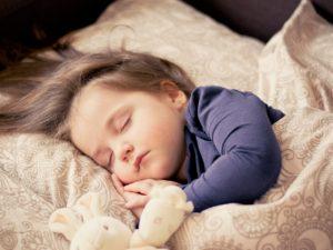 Samodzielność dziecka - spanie w kołysce