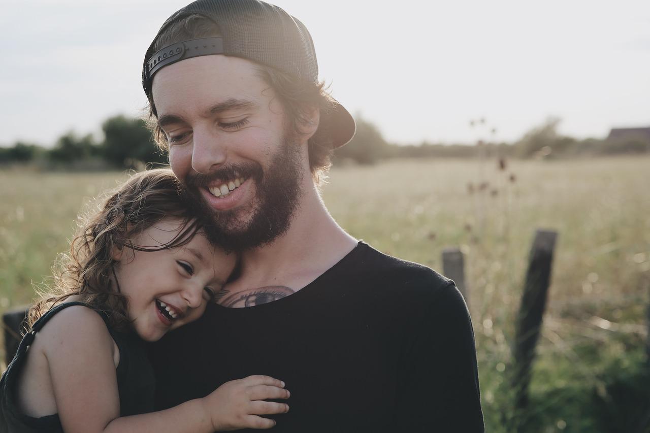 Weź się przytul – czyli rola dotyku w rozwoju dziecka