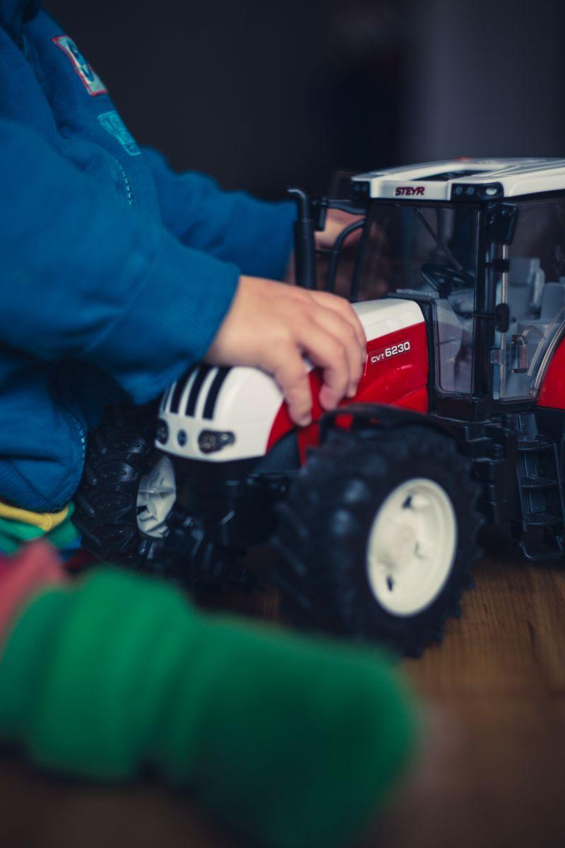 Zabawki rolnicze dla chłopca – jak wybrać odpowiednie?
